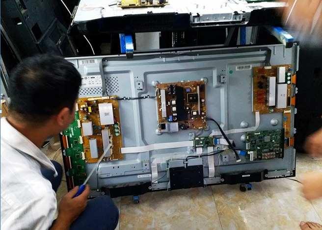 Sửa tivi uy tín tại Lê Trọng Tấn nhân viên đông đảo, làm việc tận tâm