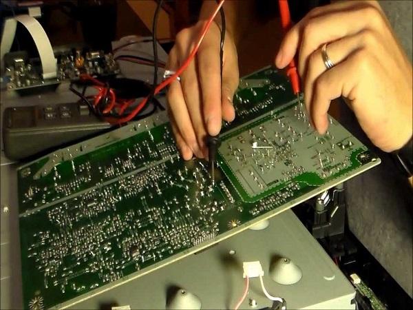 Sửa chữa tivi hư hỏng chi phí rẻ hơn mua thiết bị mới